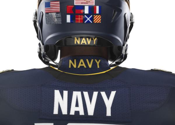 NCAA_FB13_UNIFORMS_NAVY_NavyOnTop_0068_25488