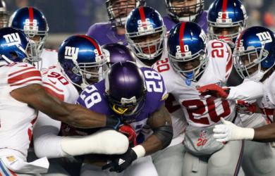Adrian Peterson runs with Giants (via AP)